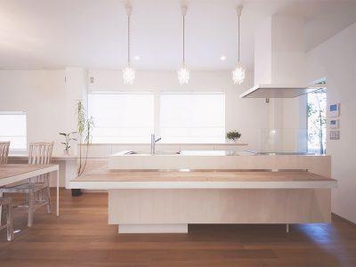 玉砂利の家キッチン
