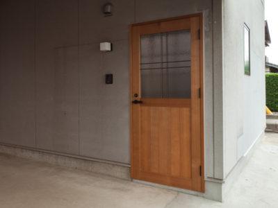 ヘリンボーンの家の玄関