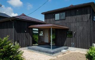 方形屋根×2の家