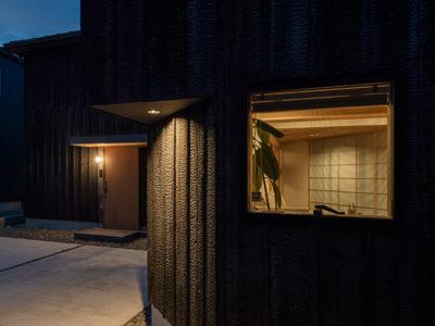 方形屋根×2の家の外観