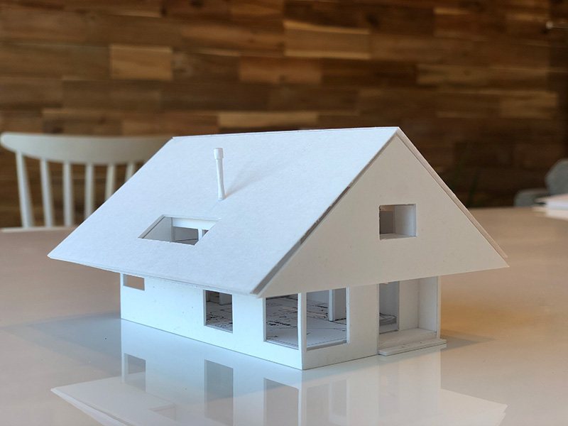 矢印形の家の模型